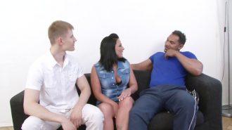Kız kardeşler fetiş pornoda tecrübe ediniyorlar