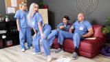 Hemşire Odasını Zevke Boğan Kudurmuş Sarışın Şov Yapıyor