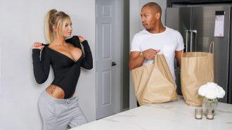 Sabırsız Orospu Mutfakta Siktirmek İçin Kıvranıyor