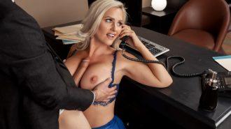 Hem İşini Hemde Zevkini Bir Arada Yürüten Şehvetli Sekreter